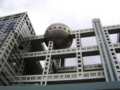 Замысловатая аритектура здания телевизионной компании