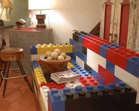 Диван из деревянных лего кубиков