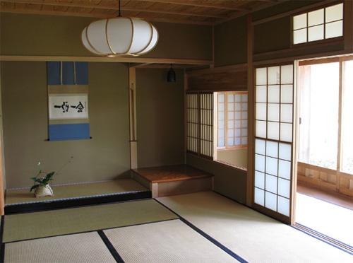 Четкое деление на зоны в японском стиле интерьера