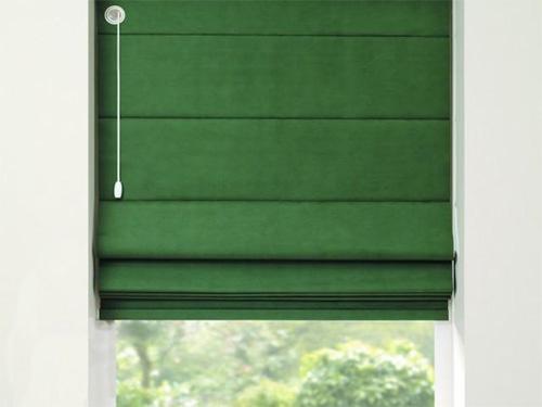 Богатые зеленые римские шторы