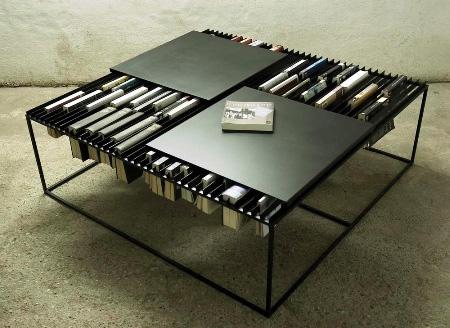 Журнальный столик в качестве книжной полки для книг