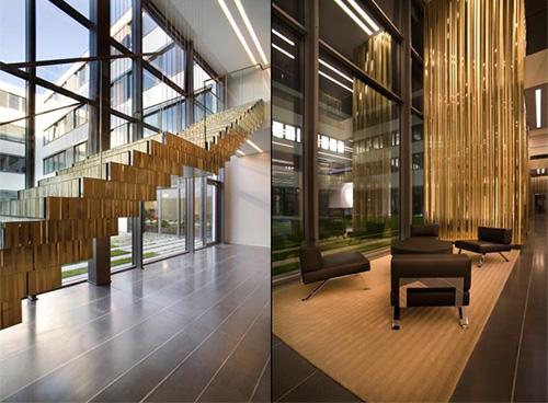 Офис Эскада, золотая лестница