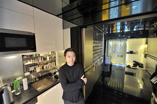 Вид на кухню, одну из 24 комнат в одной квартире на 32 квадратных метра