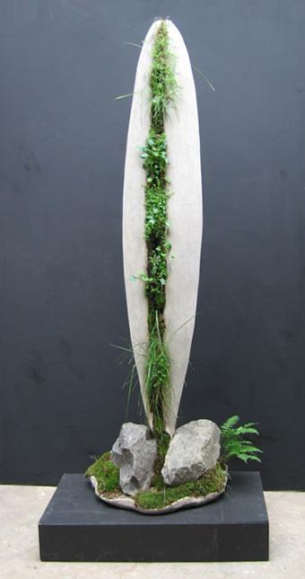 Ракета - каменная скульптура для сада