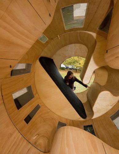 Вход в катящийся дом цилиндрической формы