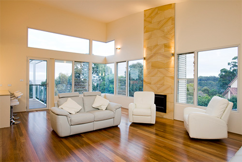 Светлые цвета в оформлении интерьера дома