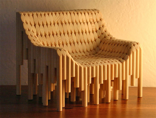Деревянное кресло густой лес