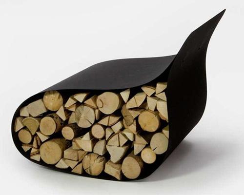 Стальное кресло с дровами