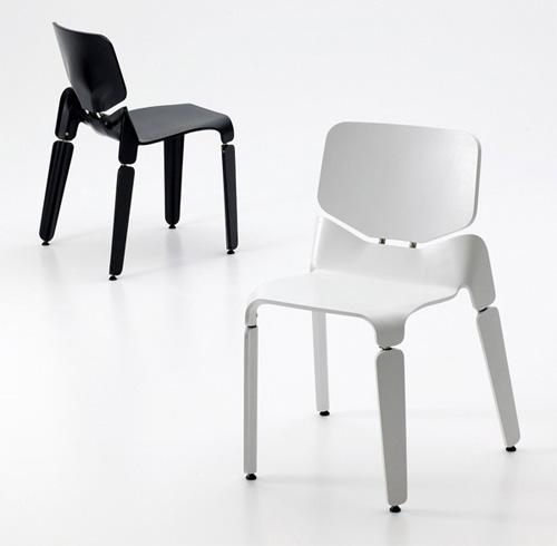 Робот стул