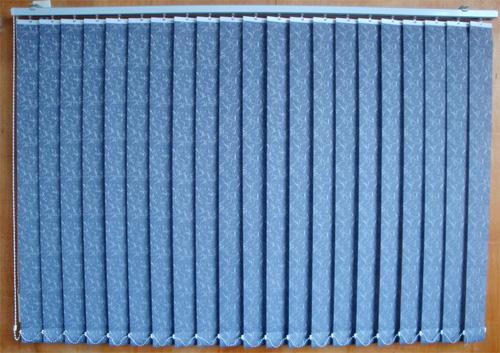 Синие тканевые вертикальные жалюзи с узором