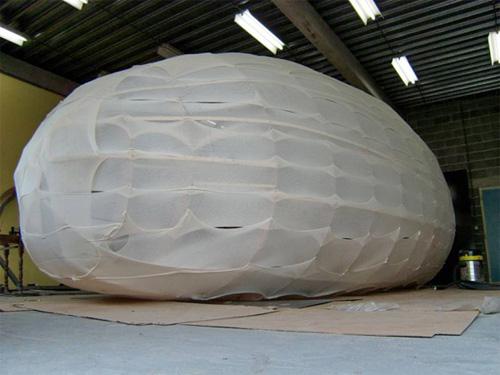 Обтянутый каркас домика-яйца