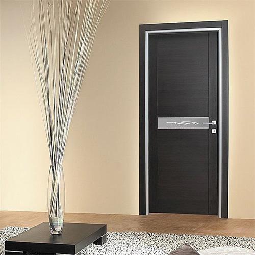 Черные стильные межкомнатные деревянные двери