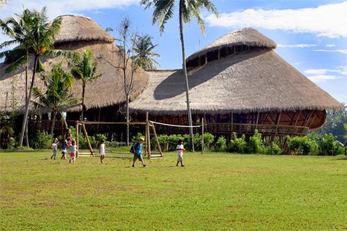 Футбольное поле в экологично чистой школе на Бали