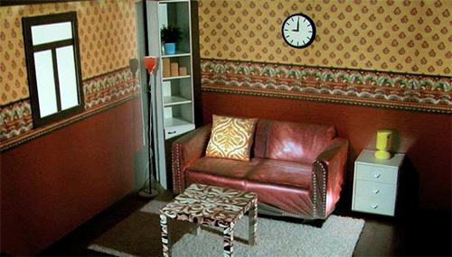 Обычный диван превращается в кожаный