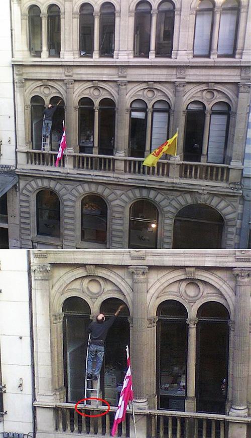 Мужик на лестнице, стоящей на перилах балкона, моет окно