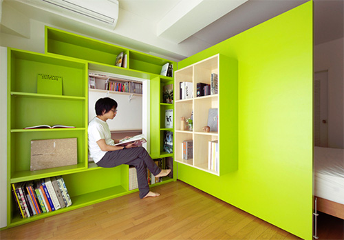 Открытая часть раскрывающейся стены имеет зеленый цвет