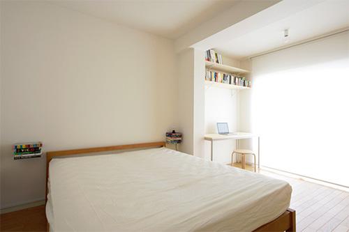 Интерьер спальни в квартире с подвижными стенами