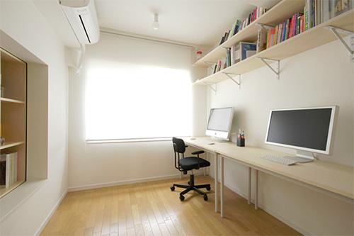 Интерьер офиса в квартире с подвижными стенами