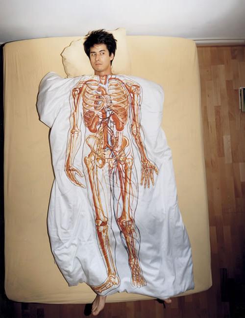 Анатомическое одеяло, под ним видно все ваши внутренности