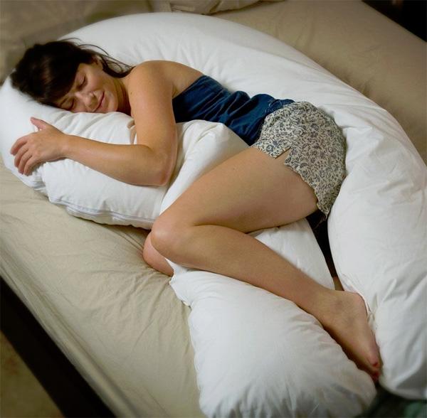 Оригинальная подушка для обнимания