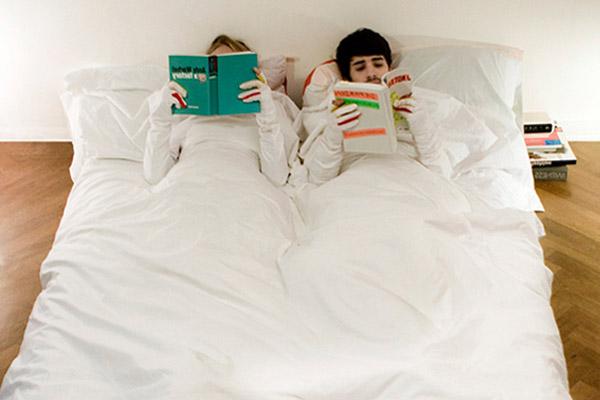 Пододеяльник для одеяла с рукавами для ночного чтения